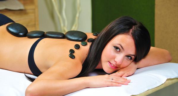 Najdete si zalíbení v masáži lávovými kameny?
